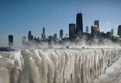 Por la llegada de un vórtice polar, la ciudad de Chicago se congeló