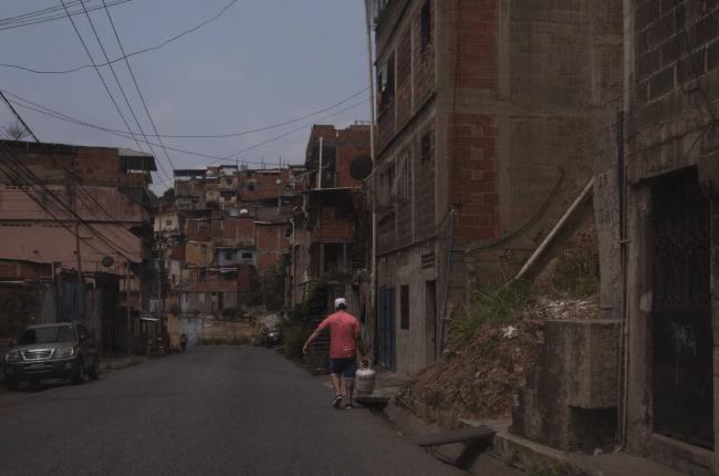 lentamente-comenzo-a-reestablecerse-el-servicio-electrico-en-venezuela