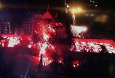 Devastador incendio consumió la Catedral de Notre Dame