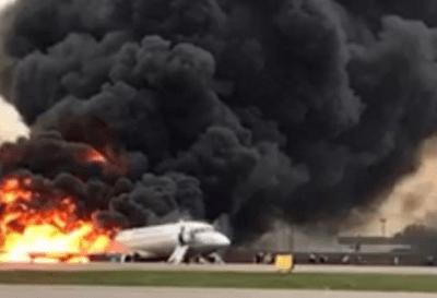 Moscú: al menos 41 personas murieron al incendiarse un avión
