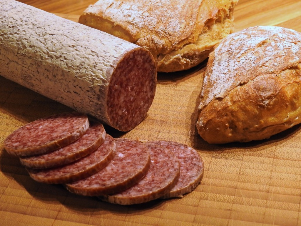 What is the difference between salami and pepperoni?