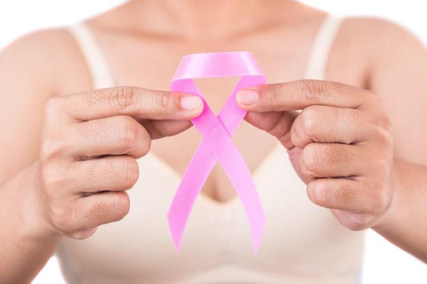 shutterstock 713370106 - Presentadora de noticiero con cáncer demanda al canal por trato discriminatorio