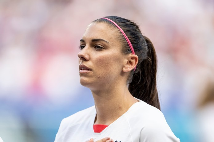With six months of pregnancy, get Alex Morgan continues to train!