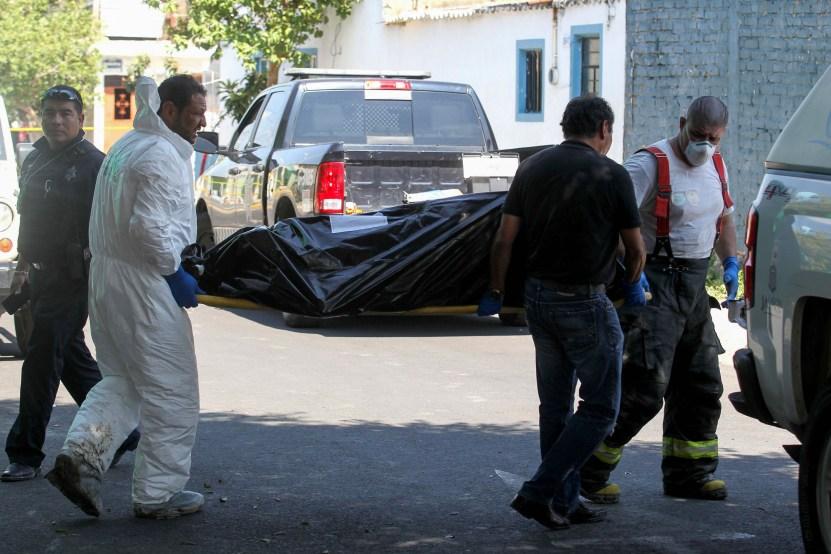 Escena crimen - 3 jovencitos mueren por sobredosis dentro de hotel; presuntamente eran del Ejército mexicano