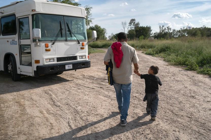 GettyImages 1159806881 - Legisladores demócratas instan a ICE a liberar a familias migrantes en centros de detención