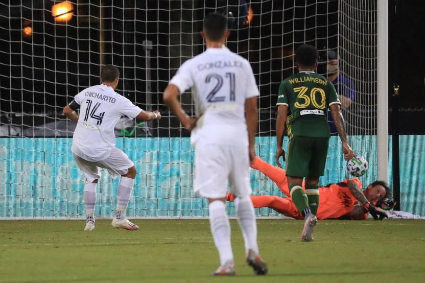 GettyImages 1256026480 - Javier 'Chicharito' Hernández falla un penalti pero se estrena como goleador en la MLS