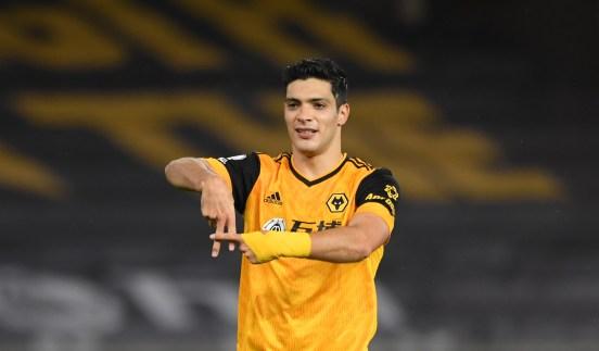 Raúl Jiménez festejando su nueva anotación con Wolverhampton.