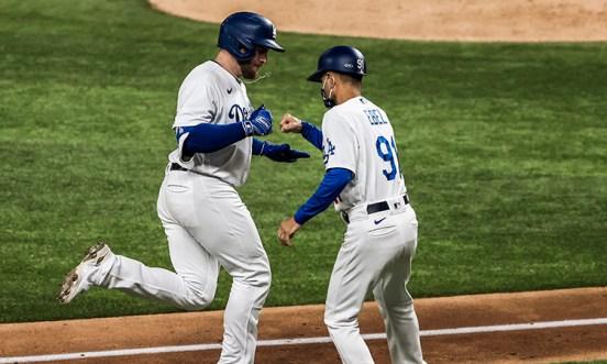 Max Muncy Dodgers braves