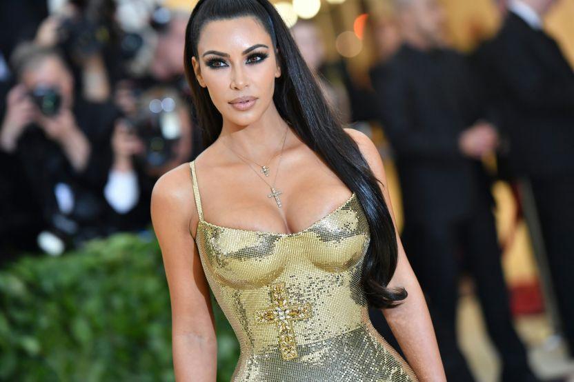 GettyImages 955778524 - Kim Kardashian seduce a sus fans grabándose usando ajustada ropa interior de color rojo