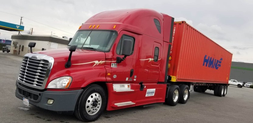 MANUEL CHAVARRIA - Camioneros se quejan ante Cal/OSHA y piden seguridad a las autoridades del Puerto de Los Ángeles