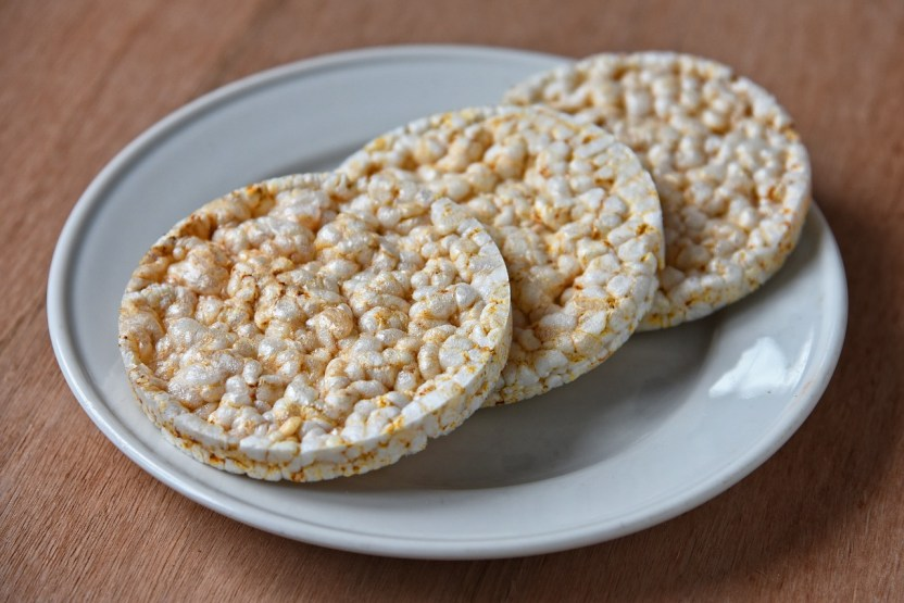 """Galleta arroz Mabel Amber en Pixabay - 6 alimentos ultraprocesados que se venden como """"light"""" y """"saludables""""… y no lo son"""
