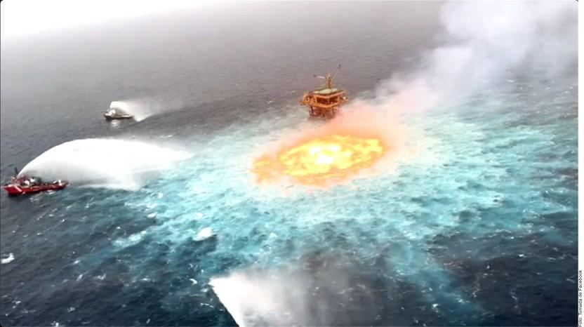 Activa incendio alarmas en Pem 1383159 - Un ojo de fuego en el mar: Pemex logra abatir un incendio de un ducto submarino en el Golfo de México