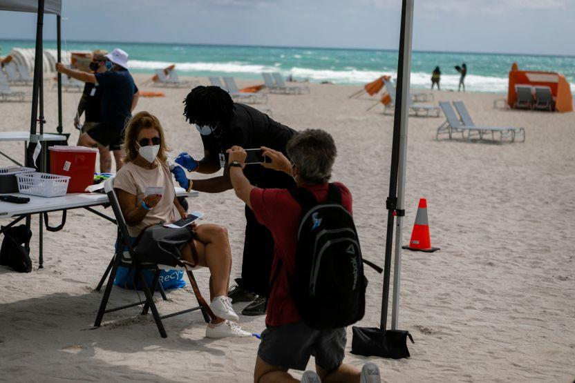 GettyImages 1232791679 - Los casos de coronavirus en Florida saltaron a 50% más en una semana