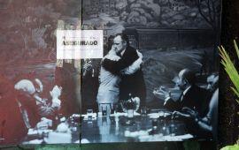 Vienen por la plaza – La foto del día – Bar Santino