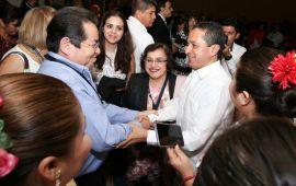 Dos mil 227 títulos de propiedad se entregaron este año a igual número de familias: Carlos Joaquín
