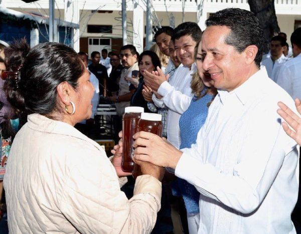 """Con registro de marca """"Hecho en Quintana Roo"""", más productores mejoran su economía: Carlos Joaquín"""
