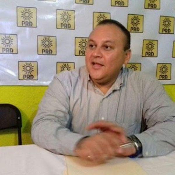 Ramón Escalante renuncia a dirigencia del PRD en Cozumel