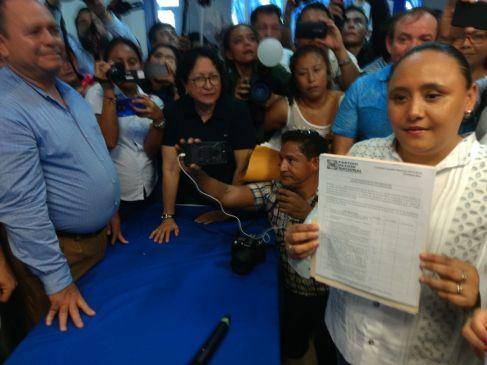 Cristina Torres va por reelección; también se inscriben Zelaya, Triny García, Zetina y Luis Torres Lanes