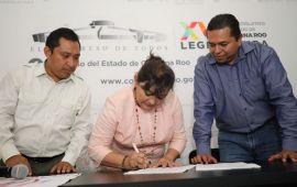 Reciben legisladores iniciativa ciudadana para reformar ley de tarifas de agua potable
