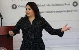 Mayuli pide licencia para ir por senaduría