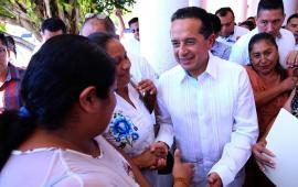3125 familias en QR reciben títulos de propiedad de manos del gobernador