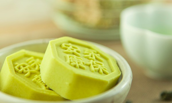 Mung Bean Cake is one of the famous Chinese Han Chinese pastries