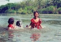 5 Kegiatan Yang Dilakukan Anak Saat Bermain Di Sungai