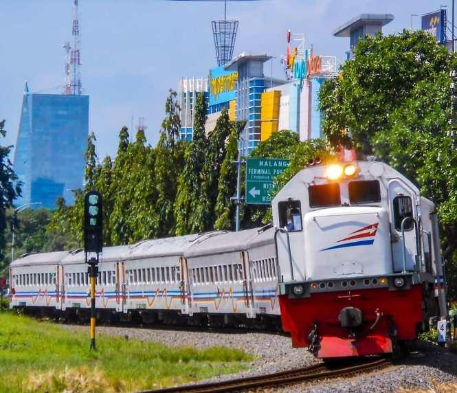 Disini kamu bisa menemukan jadwal kereta penataran 2020 untuk rute Blitar - Malang - Surabaya atau sebaliknya Surabaya - Malang - Blitar.