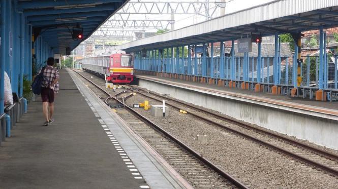 KRL Commuter Line Jakarta Relasi Stasiun Tangerang ↔ Stasiun Duri