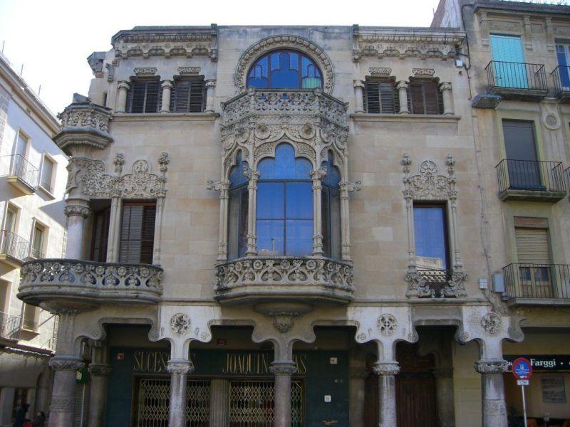 Façana principal de la casa Modernista Navas de Reus