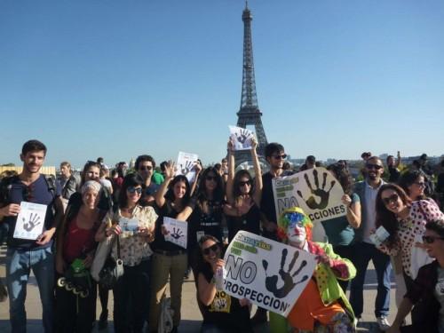 Erdölbohr Referendum Eifelturm Paris