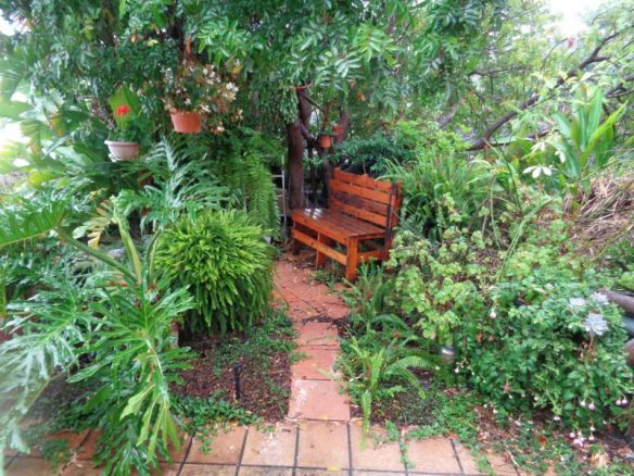 Sitzecke im Juni Regen