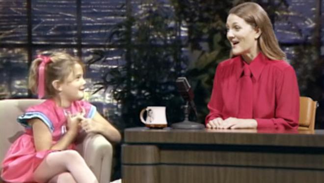 Drew Barrymore entrevista a su 'yo' de 7 años para su nuevo talk show