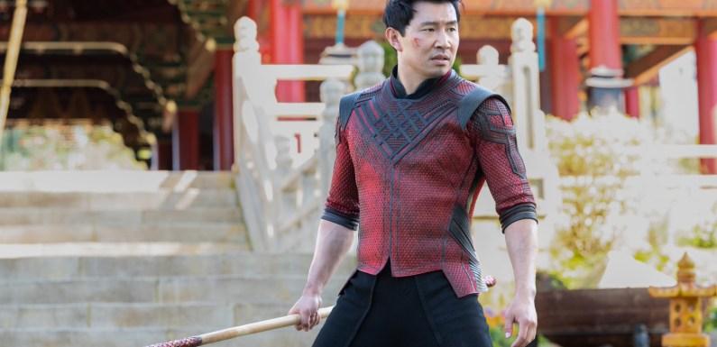 'Shang-Chi': Simu Liu utiliza su pasado como modelo de imágenes de 'stock' para responder a los 'haters'