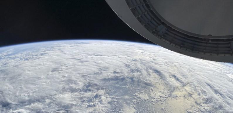 La misión Inspiration4 de SpaceX nos muestra unas alucinantes fotos de la Tierra hechas con réflex Nikon… ¡y con un iPhone!