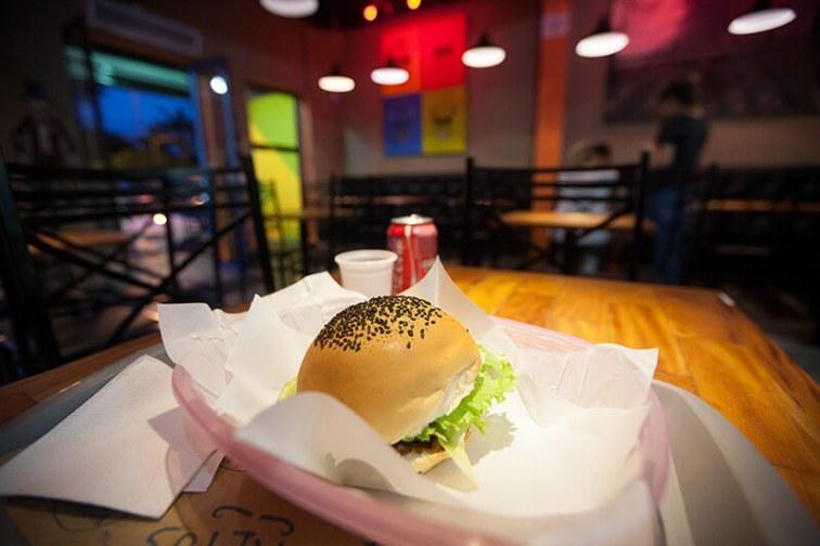 la-parca-restaurante-comida-mexicana-chili-burger