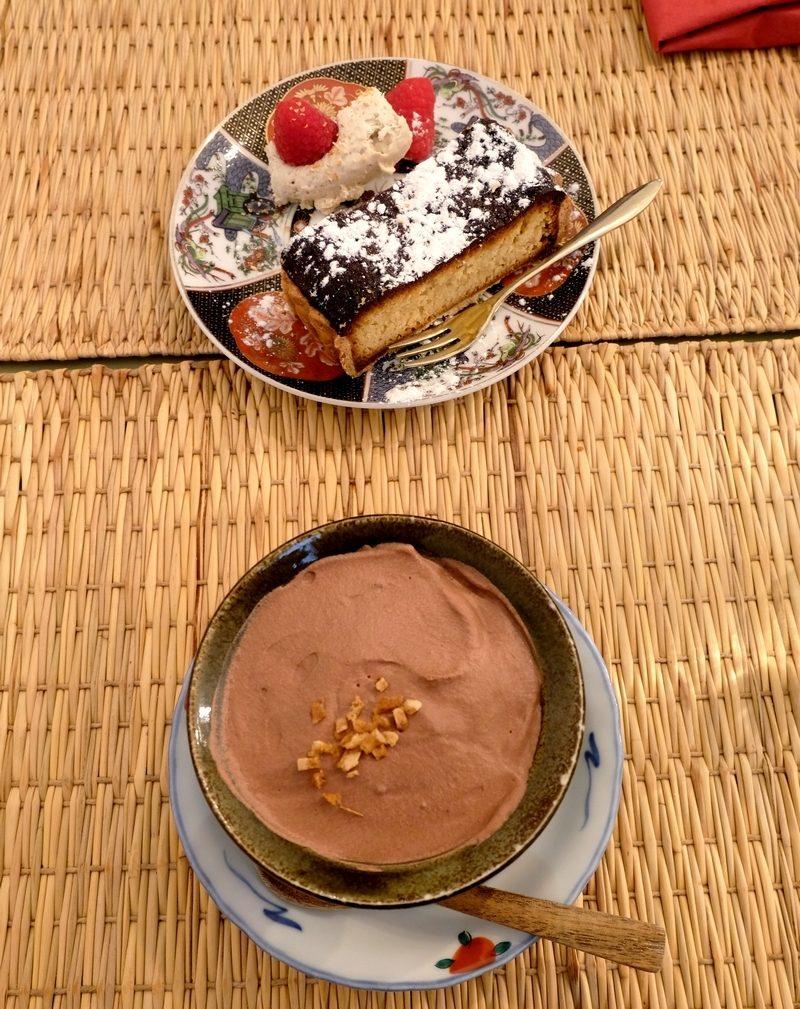 Mousse au chocolat au yuzu et tarte au moult de saé et à la crème d'amande