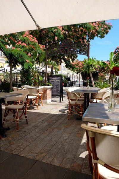Terrasse ensoleillée place Garibaldi à Nice