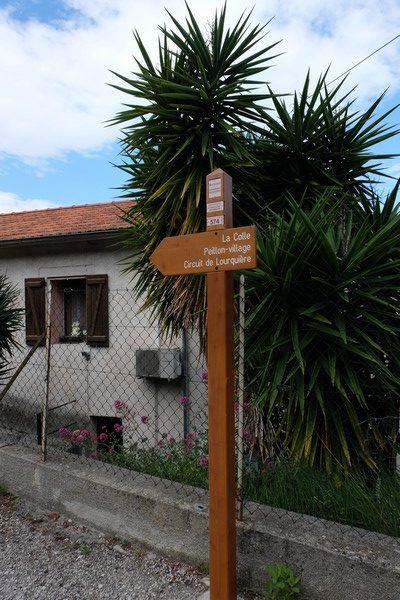 Panneau qui indique le début ébut de la randonnée à Peillon