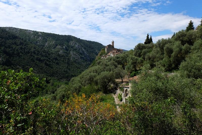 Le village perché de Peillon lors de la randonnée