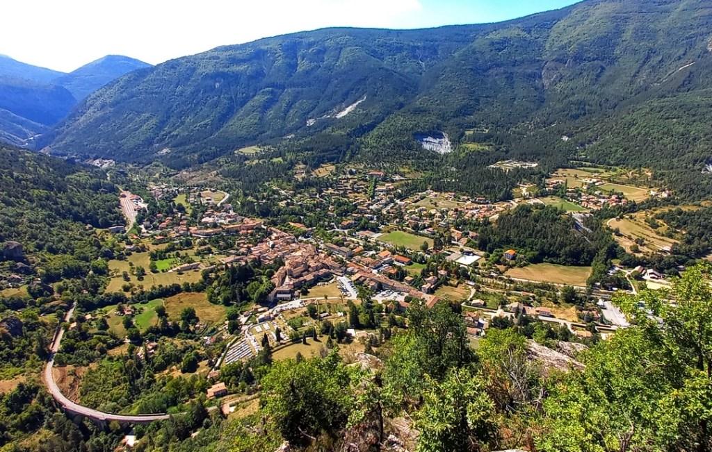 Le village d'Annot dans les Alpes-de-Haute-Provence