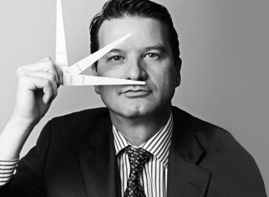 Grasse : Thierry Wasser maitrise aussi le sniffage de mouillette chez Guerlain
