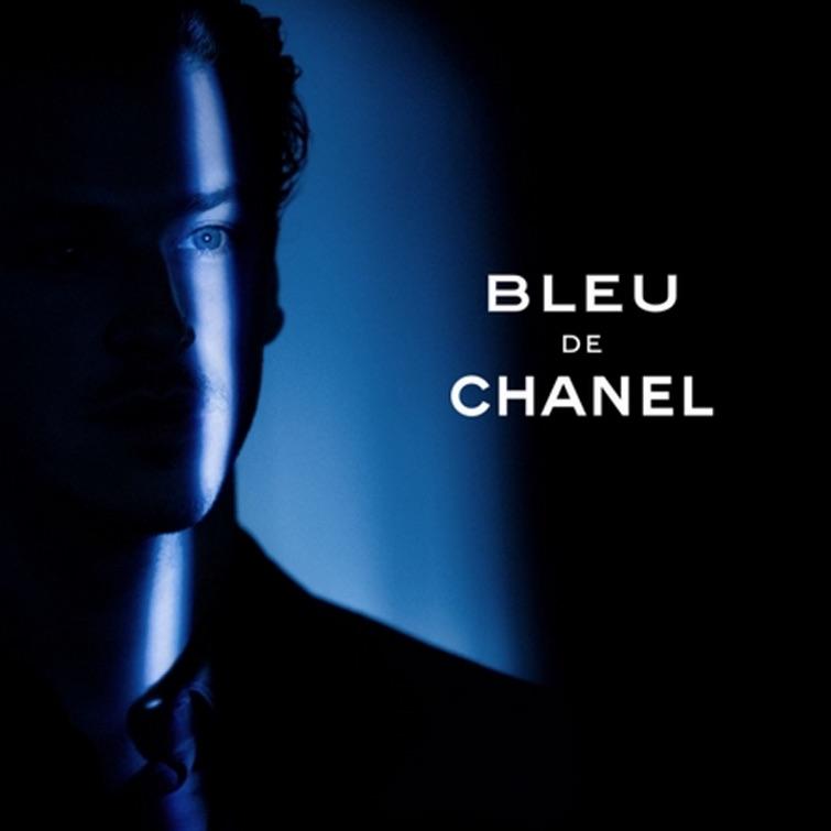 Affiche de Bleu des parfums Chanel. Mainstream Homme