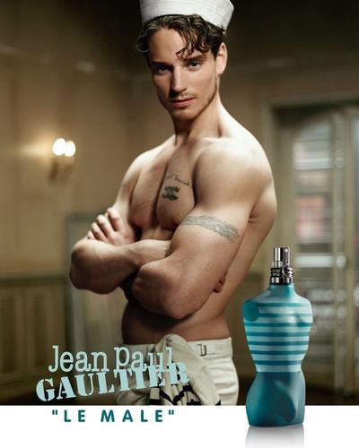 Affiche de Le Mâle, des parfums Jean-Paul Gaultier. Parmi les grands blockbusters du Mainstream pour Homme
