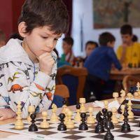 "Brașoveanul Vladimir Sofronie, de patru ori pe podium la Concursul Național Școlar de Șah ,,Elisabeta Polihroniade"""