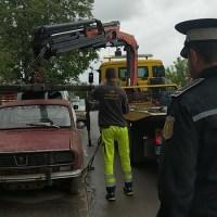 Poliția Locală Brașov continuă acțiunile de identificare și ridicare a autovehiculelor abandonate sau făra stapân de pe domeniul public!
