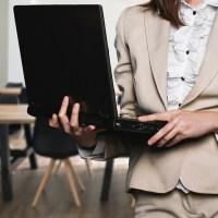 44% dintre companii au trei sau mai multe femei la cel mai înalt nivel