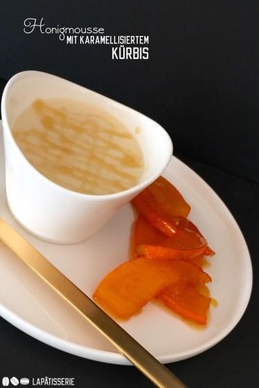 Eines meiner liebsten Herbstdesserts: Luftiges Honigmousse mit Karamellkürbis
