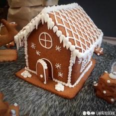 Wie wäre es jetzt mit einem Lebkuchenhaus? Die Vorlagen erleichtern die Arbeit enorm.