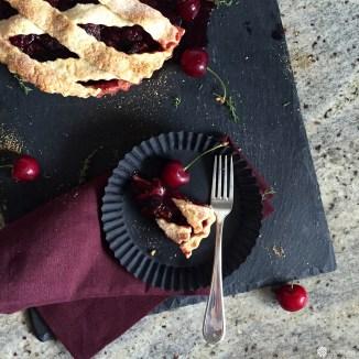 Ein Stück für dich, der Rest für mich von dem leckeren Cherry Pie mit Lillet.